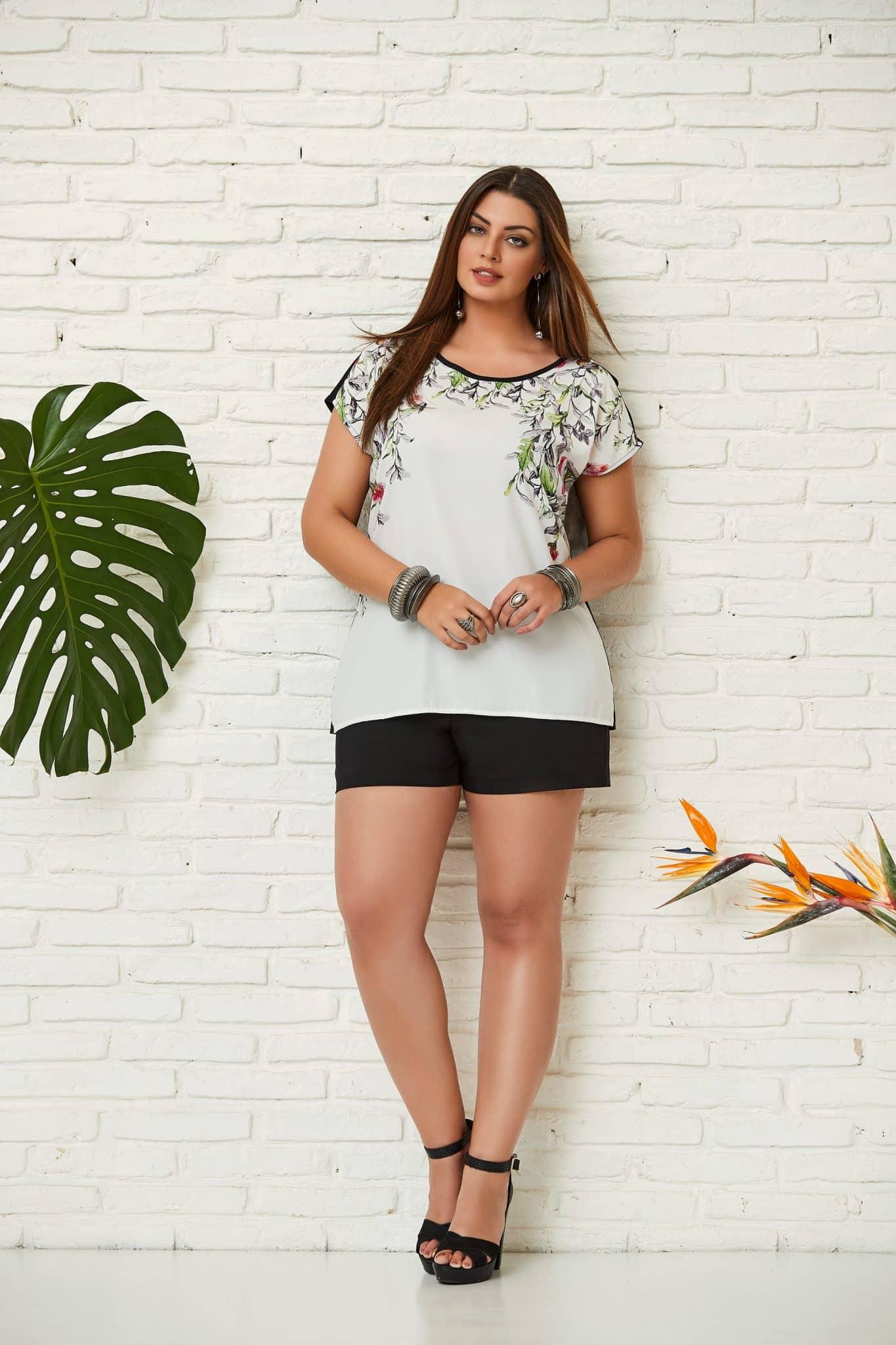 blusa branca com estampa