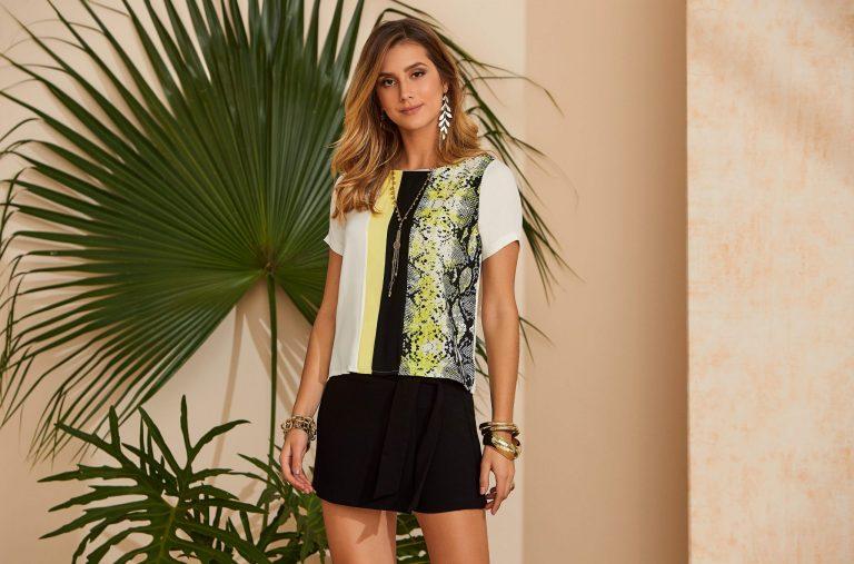 Modelo com cores verão 2020:  blusa com detalhes verde neon e short preto